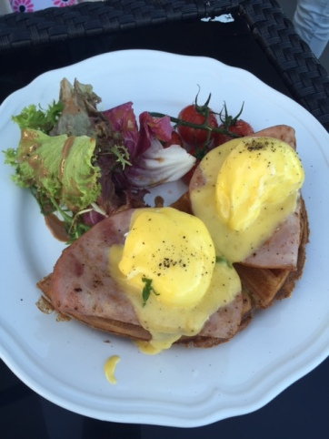 Eggs Benny with Ham